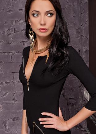 Стильное, сексуальное платье, с эффектным вырезом спереди, распродажа