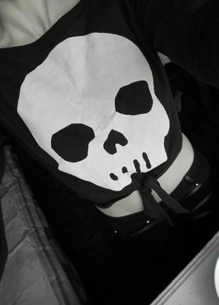 Кофта с черепом