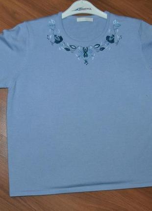 Качественная очень нежная женственная кофточка футболка с красивым  воротником с вышивкой  50%шерсть
