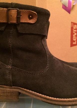 Шикарные замшевые ботинки levis