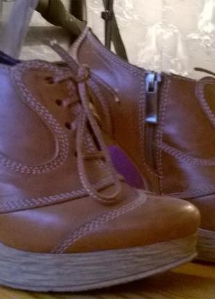 Ботинки на высоком каблуке, кожа