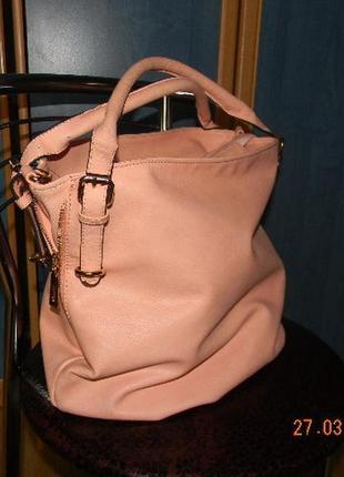 Красивая сумка креветкового оттенка