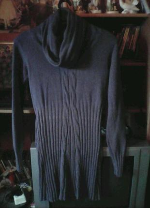 Вязаное платье с косами.