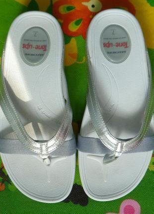 Серебрянные шлепки skechers tone ups ballerina kicks, 24,5 см