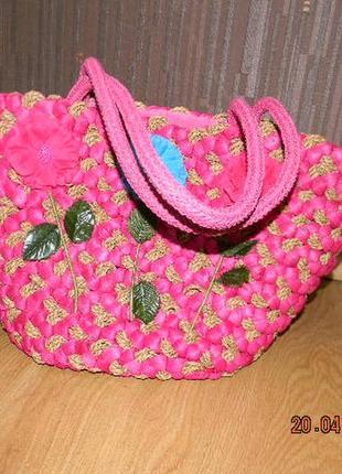 Яркая летняя сумка-плетенка
