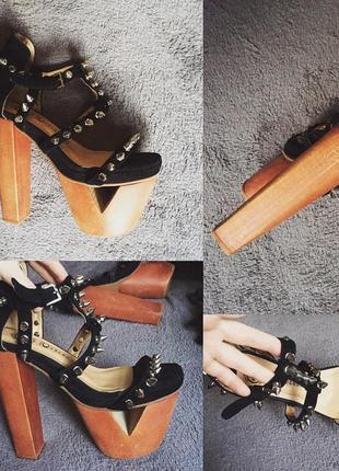 Босоножки с шипами на высоком деревянном каблуке
