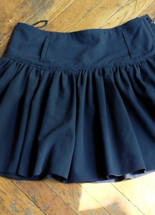 Темно-синяя короткая юбка