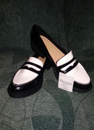Туфли женские, новые. bershka. 40 р. на стопу 26 см.