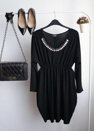 Шикарное черное платье с камнями