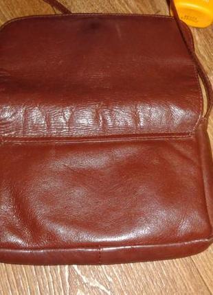 Маленькая коричневая сумочка на длинной ручке3
