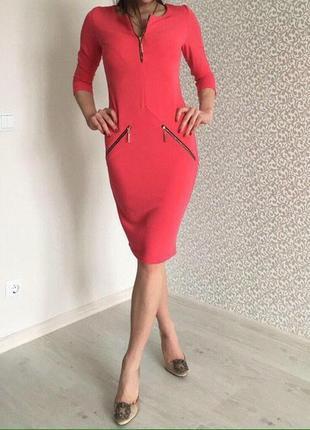 Новое платье, очень красиво ложится по фигуре