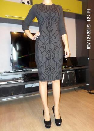 Серое силуэтное платье от h&m