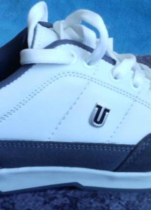 Стильные белые серые кроссовки турция 38 р (37 р)