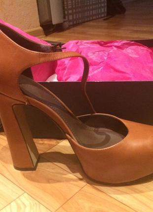Шикарные туфли (босоножки) vince camuto