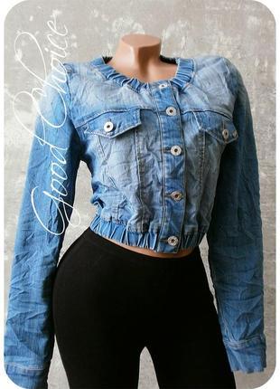 Стильная джинсовая курточка-жатка светло-синего цвета