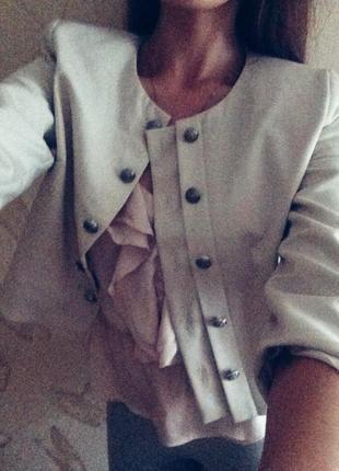 Бежевый пиджак sezone