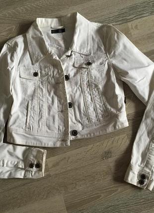 Коротка джинсова куртка