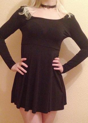 Черное короткое платье   от hm