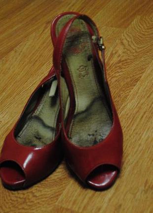 Красные кожаные туфли chester