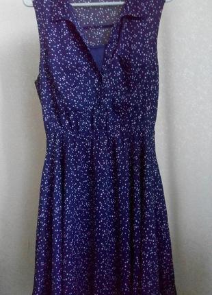 Очень красивое платье со звездочками размера s. снизу подкладка