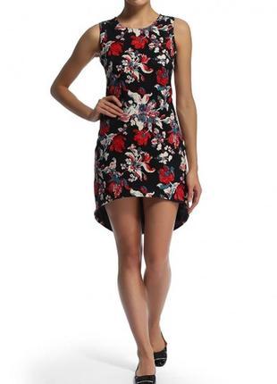 Эффектное платье с цветочным принтом