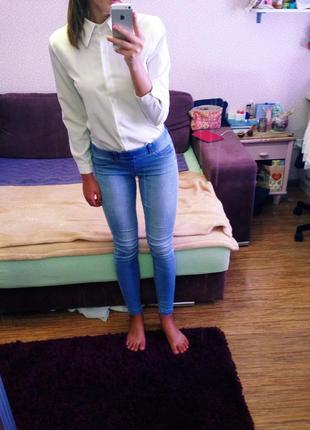 Светлые джинсы от mango