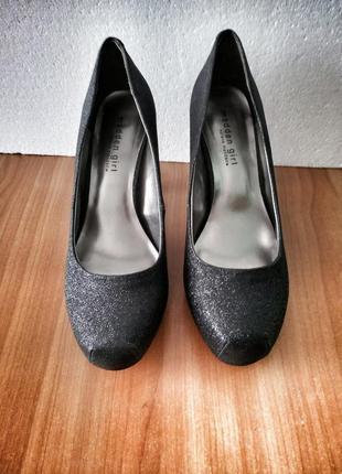 Шикарные блестящие вечерние туфельки madden girl