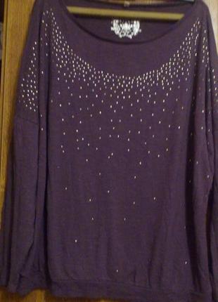 Трикотажная блуза из вискозы, украшенная металлическими бляшечками