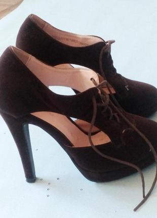 Шикарні замшеві туфлі oodji