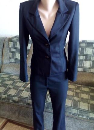 Классический брючный костюм - размер s