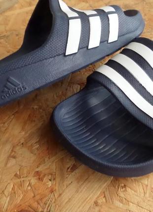 Шлёпанцы adidas оригинал 40-41 размер,длина стельки-26 см
