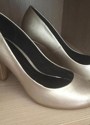 Стильные серебристые туфли zara