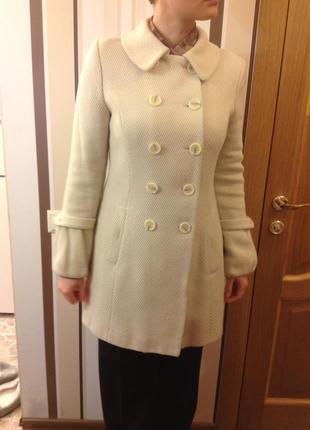 Пальто осенне-весеннее молочного цвета