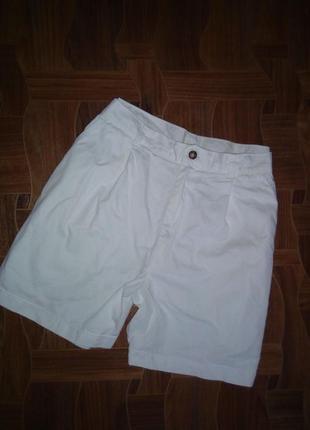 Белые шорты завышена посадка р 40(л)