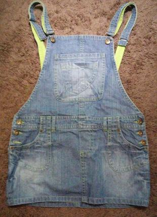 Короткий джинсовый сарафан,с потертостями, прямой крой, denim co,с салатовой подкладкой и отстрочкой
