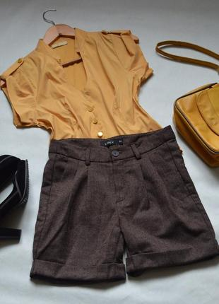 Крутые коричневые теплые шорты