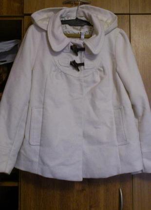Коротенькое белоснежное пальтишко с капюшоном бренд denim co