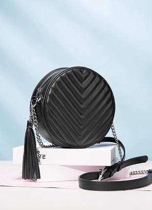 Маленькая женская модная круглая сумочка с кисточкой realer через плечо черная