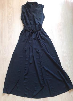 Шикарное длинное платье с разрезами спереди