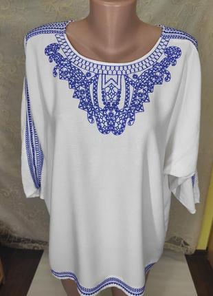 Красивая белая блуза из вискозы с вышивкой