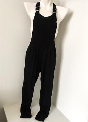 Чёрный женский брючный комбинезон без рукавов с карманом брюки внизу на резинке лямки