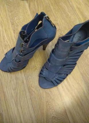 Босоножки туфли  andre из 💯% натуральной кожи на каблуке с липучками и на молнии !