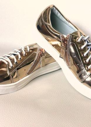 Детские кроссовки  золотые и сиреневые лаковые