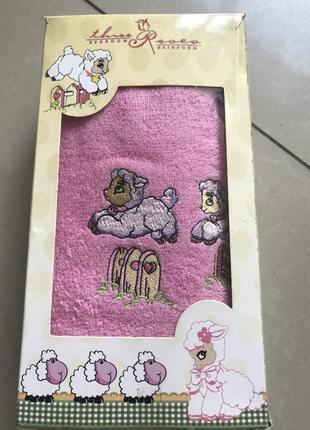 Махровое полотенце с вышивкой для девочки розового цвета турция