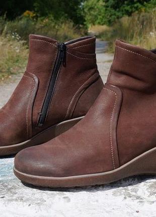 Жіночі черевички, ботінки ecco