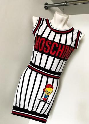 Спортивный женский летний костюм топ юбка резинка полоска черный с белым цыпленок moschino