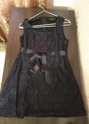 Кружевное платье трапеция с пояском