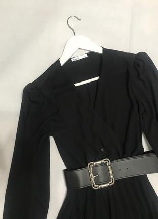 Чёрное шифоновое платье плиссе миди3 фото