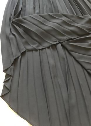 Чёрное шифоновое платье плиссе миди7 фото