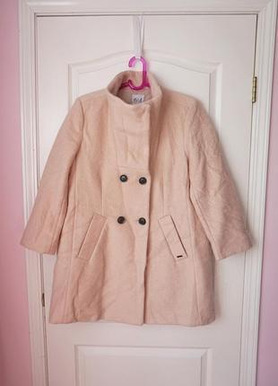 Шикарное шерстяное пальто цвета пудры на осень